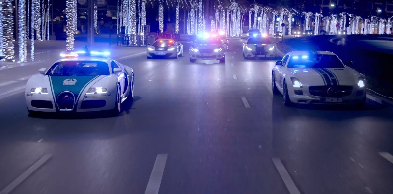 Choáng váng với màn trình diễn siêu xe của cảnh sát Dubai