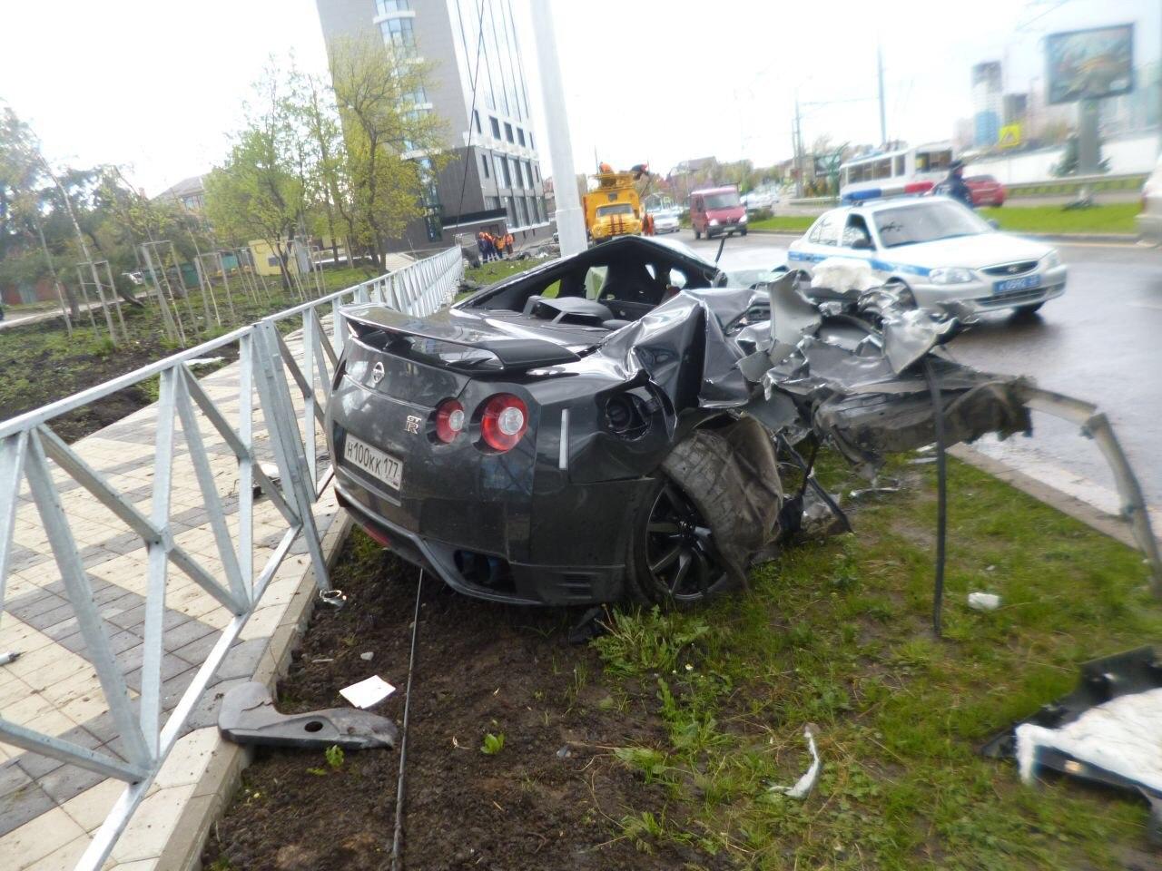 Cầu thủ Nga phá nát GT-R ở vận tốc 170km/h