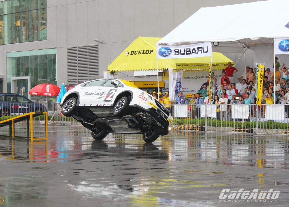 Nghẹt thở với những màn trình diễn tại Subaru Russ Swift Stunt 2015