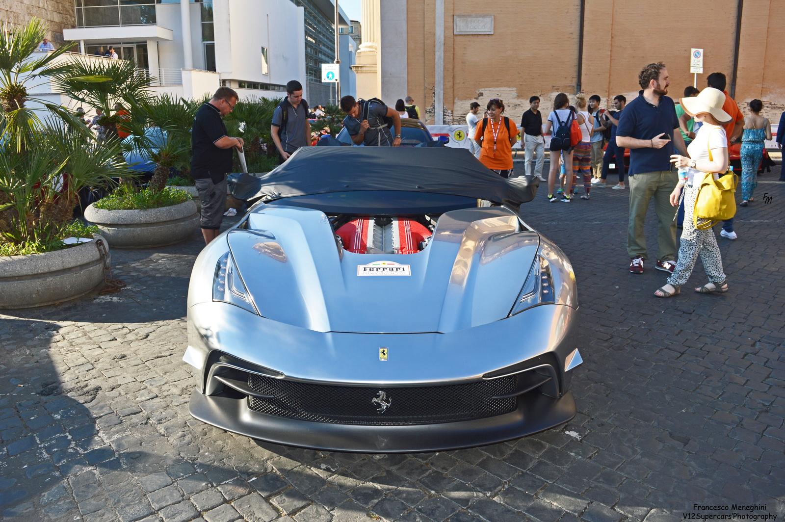 Ferrari F12 TRS mạ crôm duy nhất trên thế giới xuất hiện tại Roma