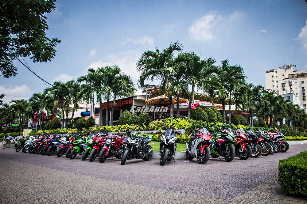 Hàng chục motor quy tụ tại buổi họp mặt của CLB Sport Team SG