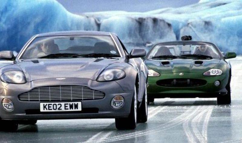 10 bộ phim Hollywood kinh điển gắn liền với các siêu xe
