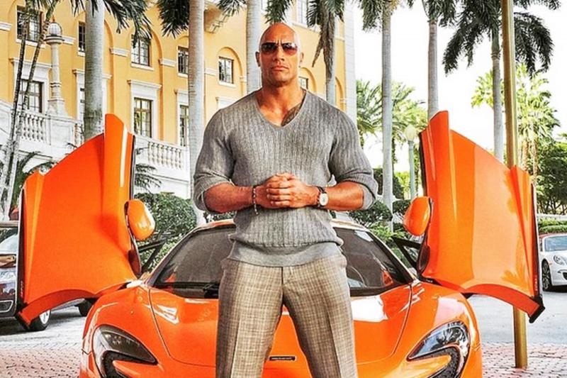 """Dàn xe của """"The Rock"""" Dwayne Johnson có gì?"""