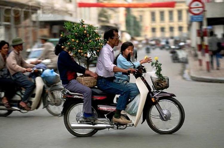 """Ngược dòng thời gian đi sắm Tết bằng xe 2 bánh """"sang"""" ở Hà Nội"""