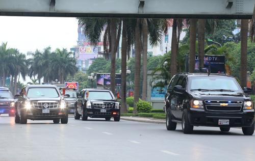 Những SUV bí ẩn trong đoàn xe tổng thống Mỹ tại Việt Nam