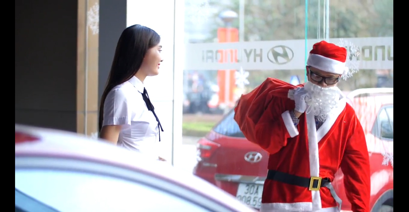 Ông già Noel đi mua xe và cái kết vô cùng bất ngờ