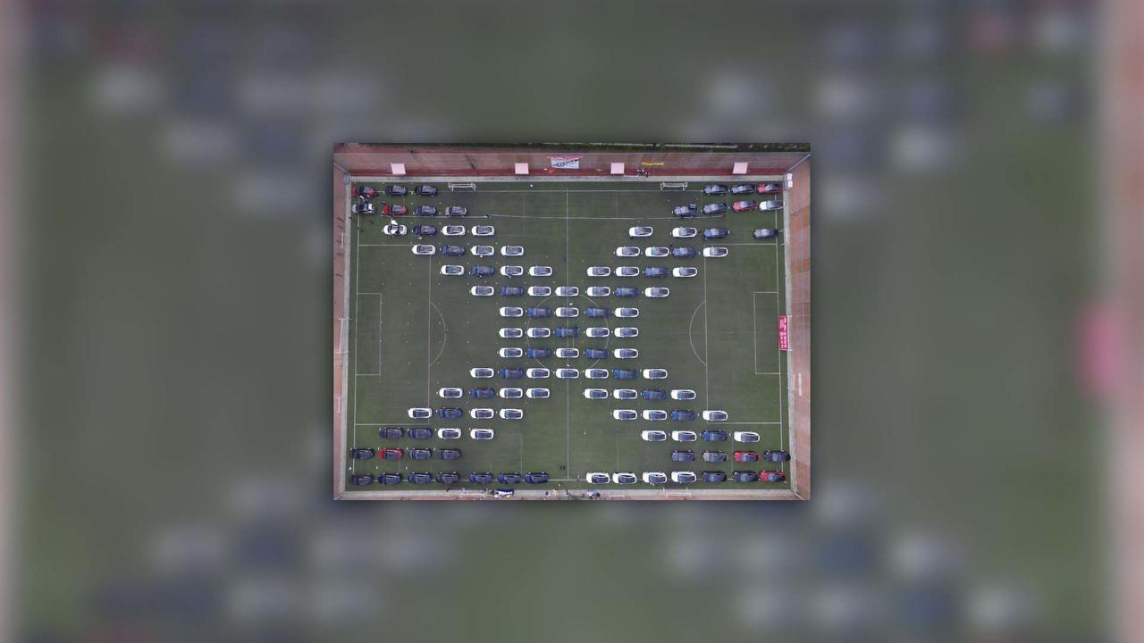 """Màn trình diễn """"bay"""" của 250 ô tô điện Tesla tại Trung Quốc"""