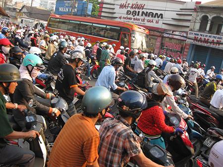 TP.Hồ Chí Minh:  Lại đề nghị tăng phí trước bạ ôtô lên 20%