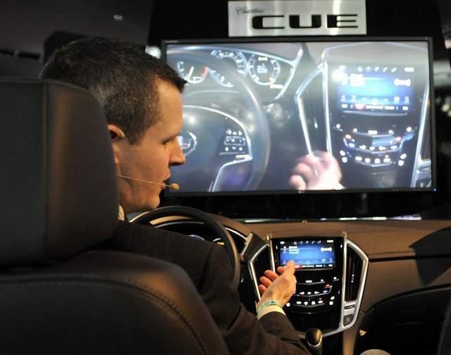 Các hãng xe hơi áp dụng công nghệ cao để hút khách trẻ