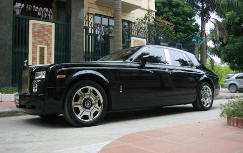 """Hai xế """"độc"""" Rolls-Royce Phantom cập bến Việt Nam"""