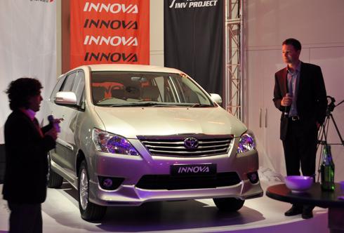 """Toyota sắp ra hai """"bom tấn"""" tại Việt Nam"""