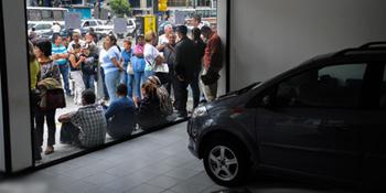 Xếp hàng mua ôtô Trung Quốc ở Venezuela