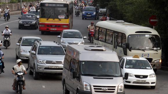 Thu phí ô tô: Đường xuống cấp, thu phí cao?