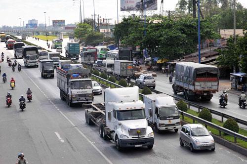 Điều chỉnh giảm mức phí hạn chế PTGT cá nhân đối với ô tô