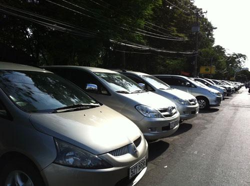 Đua nhau bán ôtô chạy phí