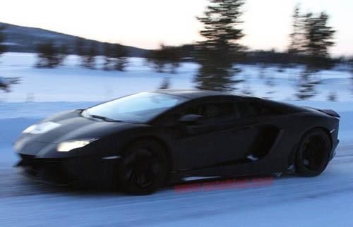 Lamborghini Aventador LP700-4 Roadster với kiểu mui Targa