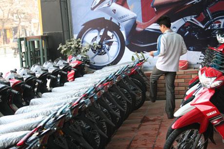 Xe máy ế ẩm: Đại lý thua lỗ, DN bi quan