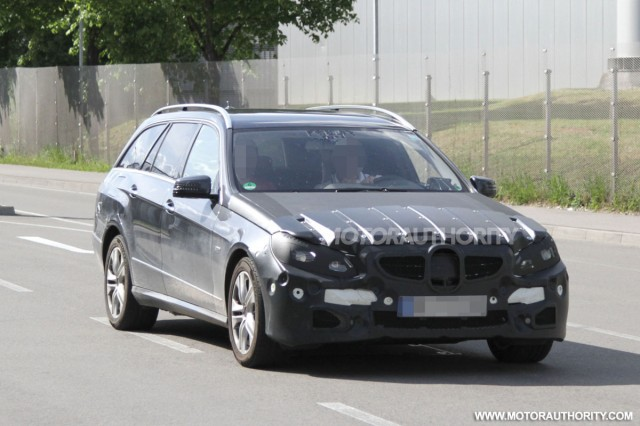 Mercedes nâng cấp E class Wagon