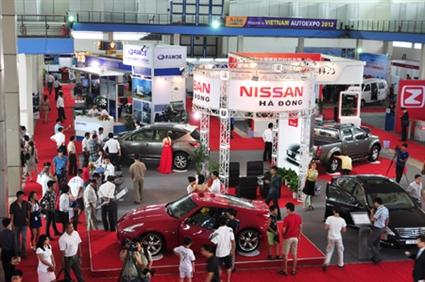 Cứu thị trường ôtô bằng giảm phí