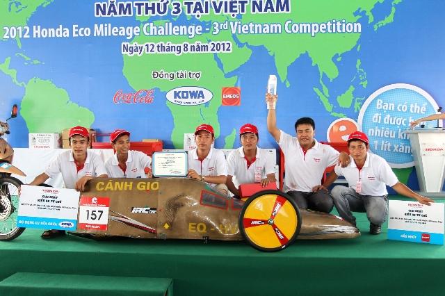 Xe tự chế Việt Nam đi hơn 900km với 1 lít xăng