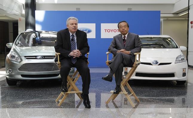 Ford thách thức Toyota trong