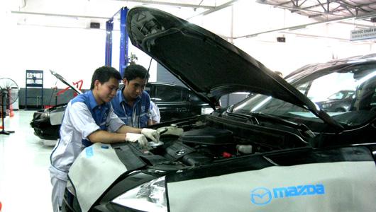 Vina Mazda chăm sóc xe cho khách hàng