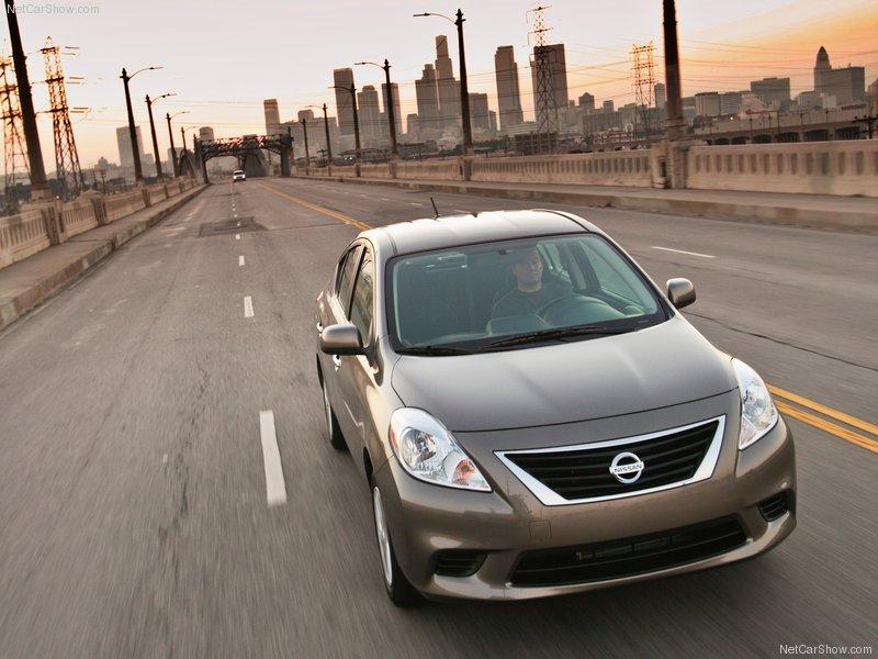 Nissan Versa 2013 – phiên bản mới, giá không đổi