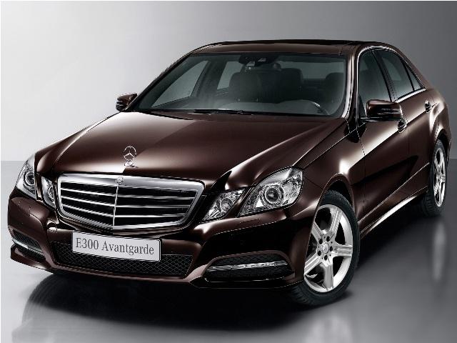 Mercedes E300 Avantgarde có giá 2,6 tỷ đồng tại Việt Nam