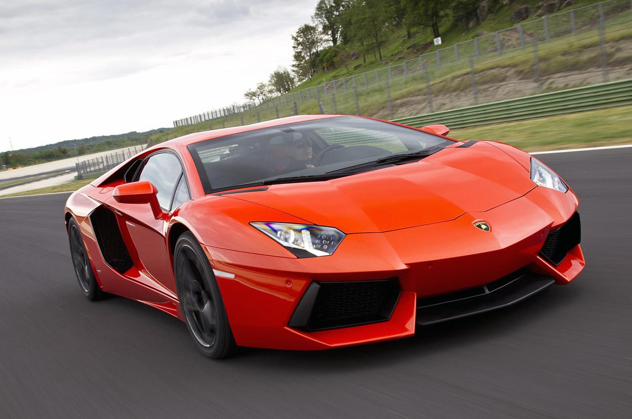 Lamborghini thu hồi Aventador vì lỗi đèn pha