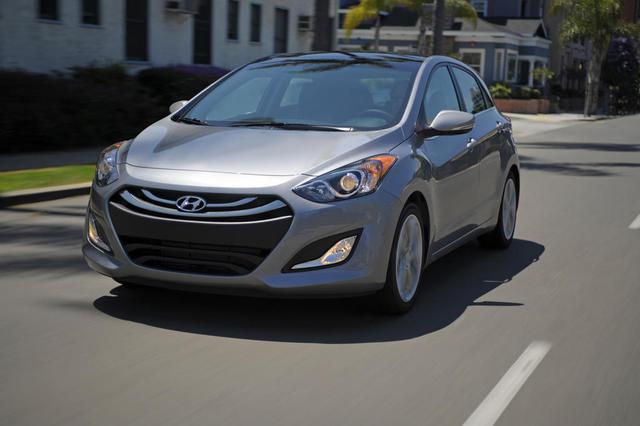 Hyundai Elantra lập kỷ lục về doanh số