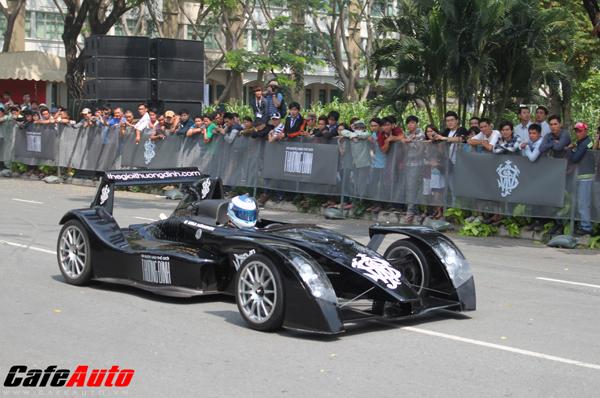 Siêu xe Caparo T1 phô diễn sức mạnh tại Việt Nam
