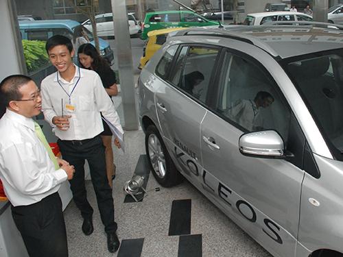 Phí giảm, nhiều người mua ô tô