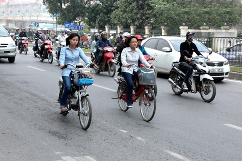Đi xe đạp chống tắc đường: Hoang đường!