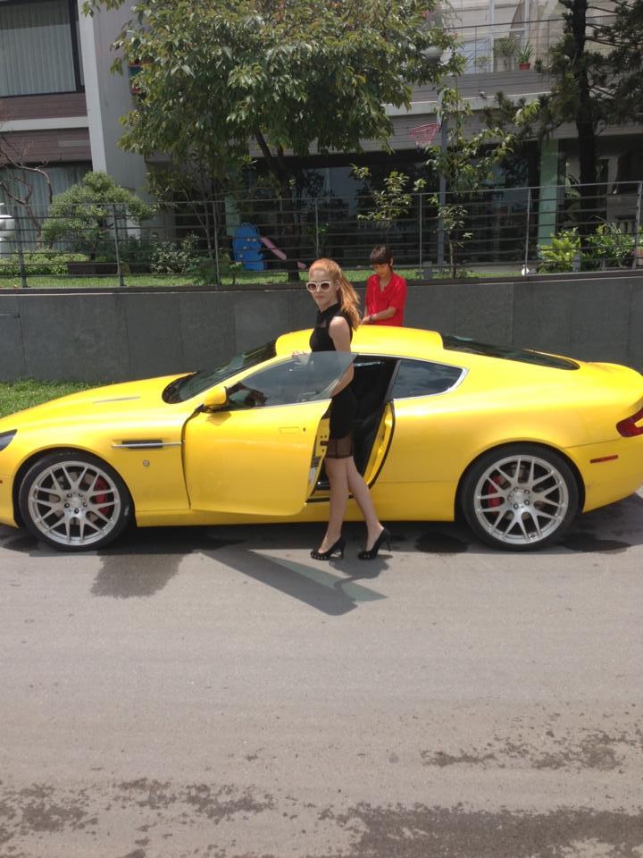 Cận cảnh xe sang Aston Martin DB9 của hot girl 18 tuổi