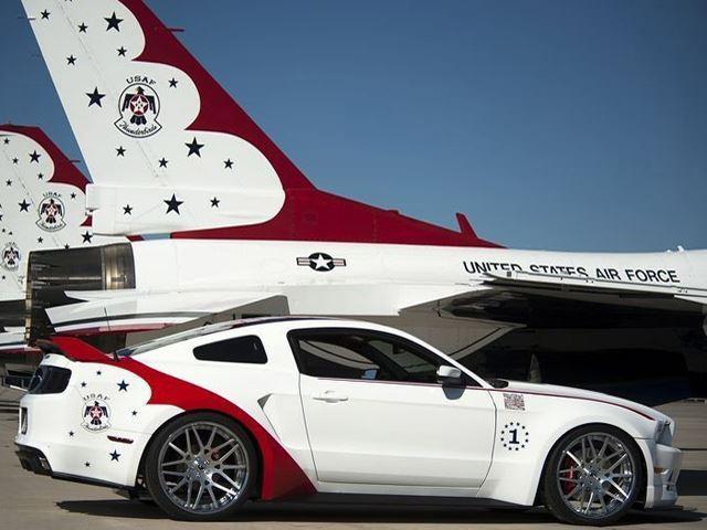 Mẫu Ford Mustang Thunderbirds Edition có giá 398,000 USD