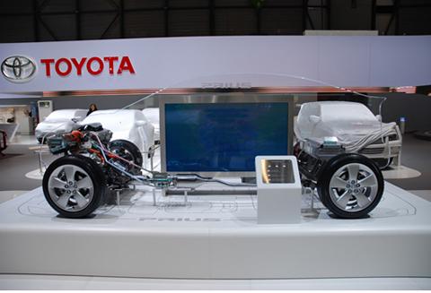 Toyota trưng bày mô hình xe hybrid Prius tại Việt Nam