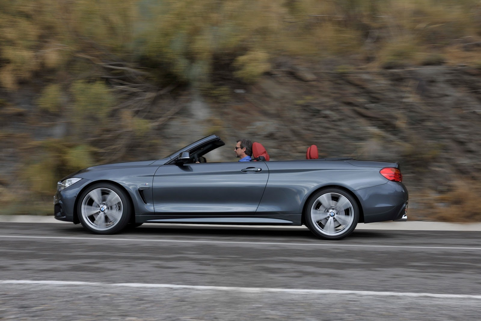 BMW 4-Series mui trần có giá từ 49,675 USD