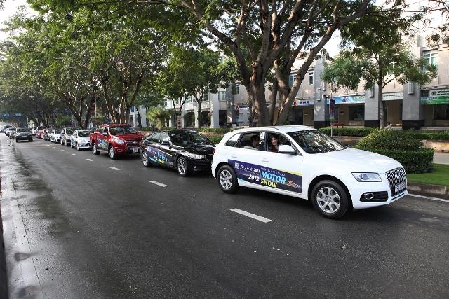 Dàn xe Vietnam Motor Show 2013 diễu hành đường phố