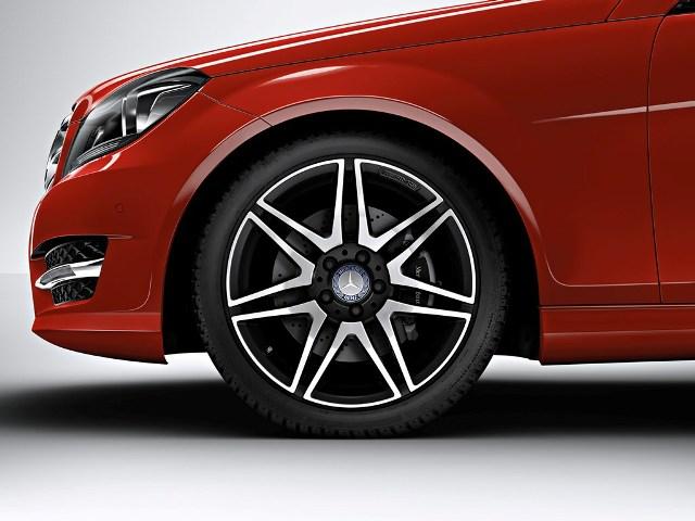 Mercedes ra mắt C-Class mới tại Vietnam Motor Show