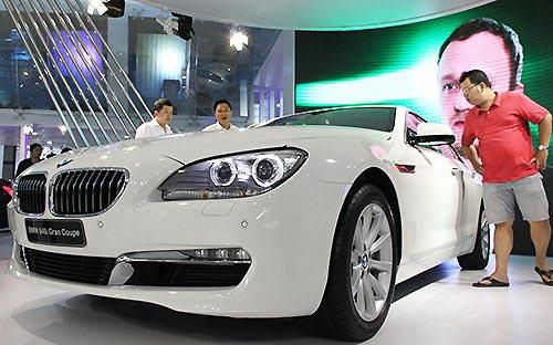 Ôtô nhập khẩu, đắt đỏ chứng tỏ đẳng cấp
