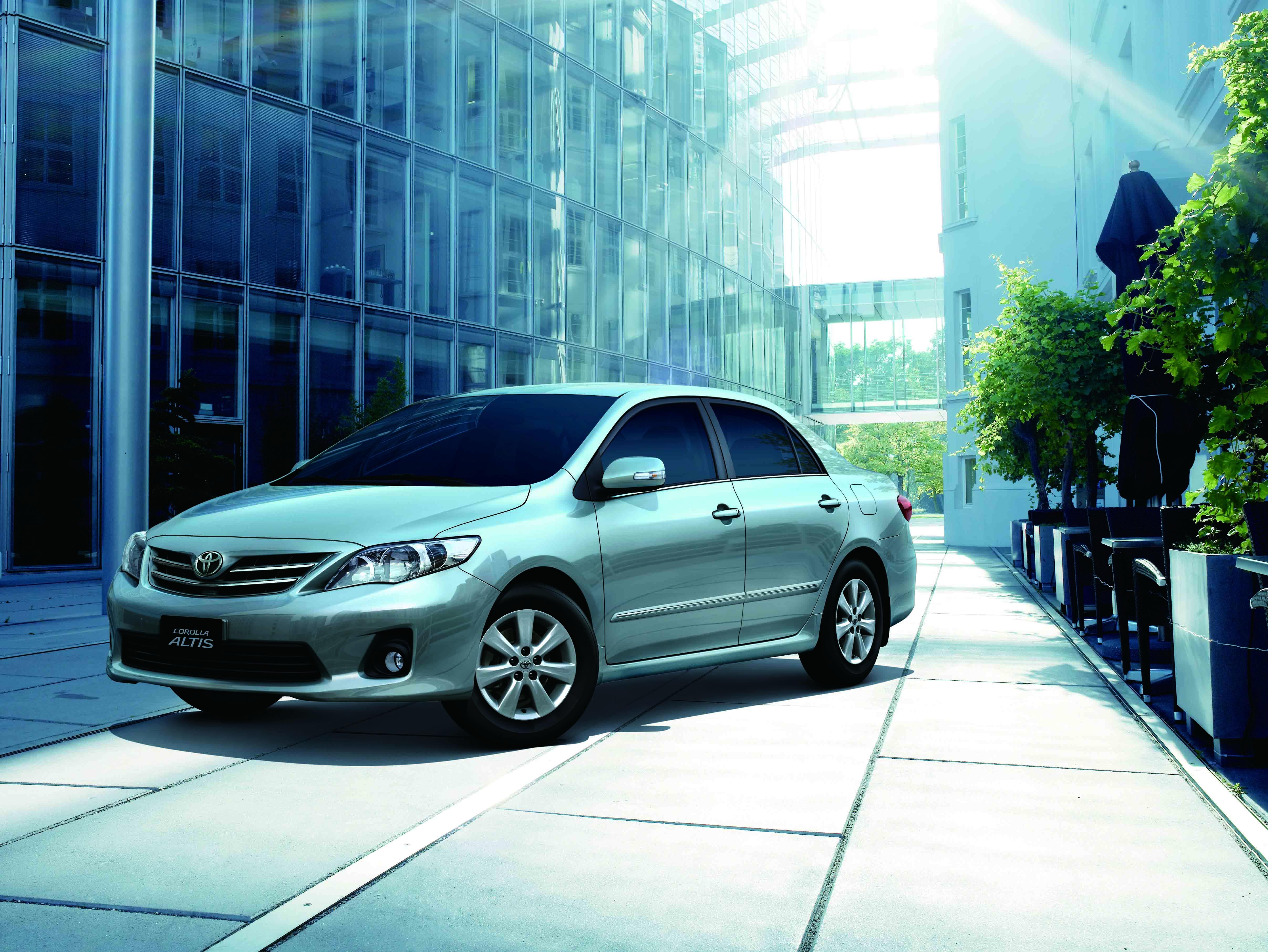 Toyota ưu đãi khách hàng mua xe Corolla Altis