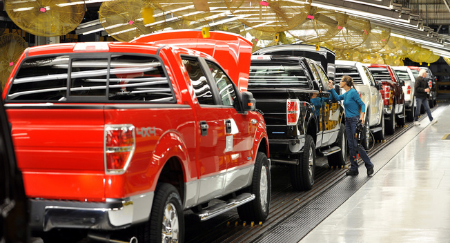 2013, ngành ô tô bán được 12,8 triệu xe