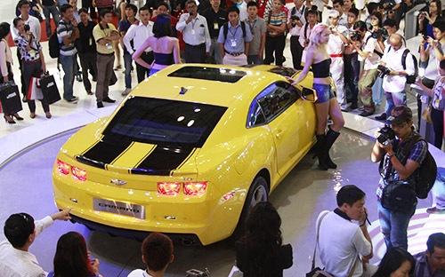 Giá ôtô giảm… trên giấy