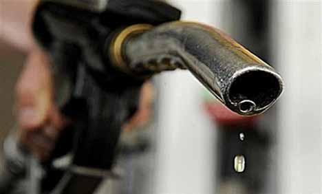 Giá dầu giảm, giá xăng không đổi