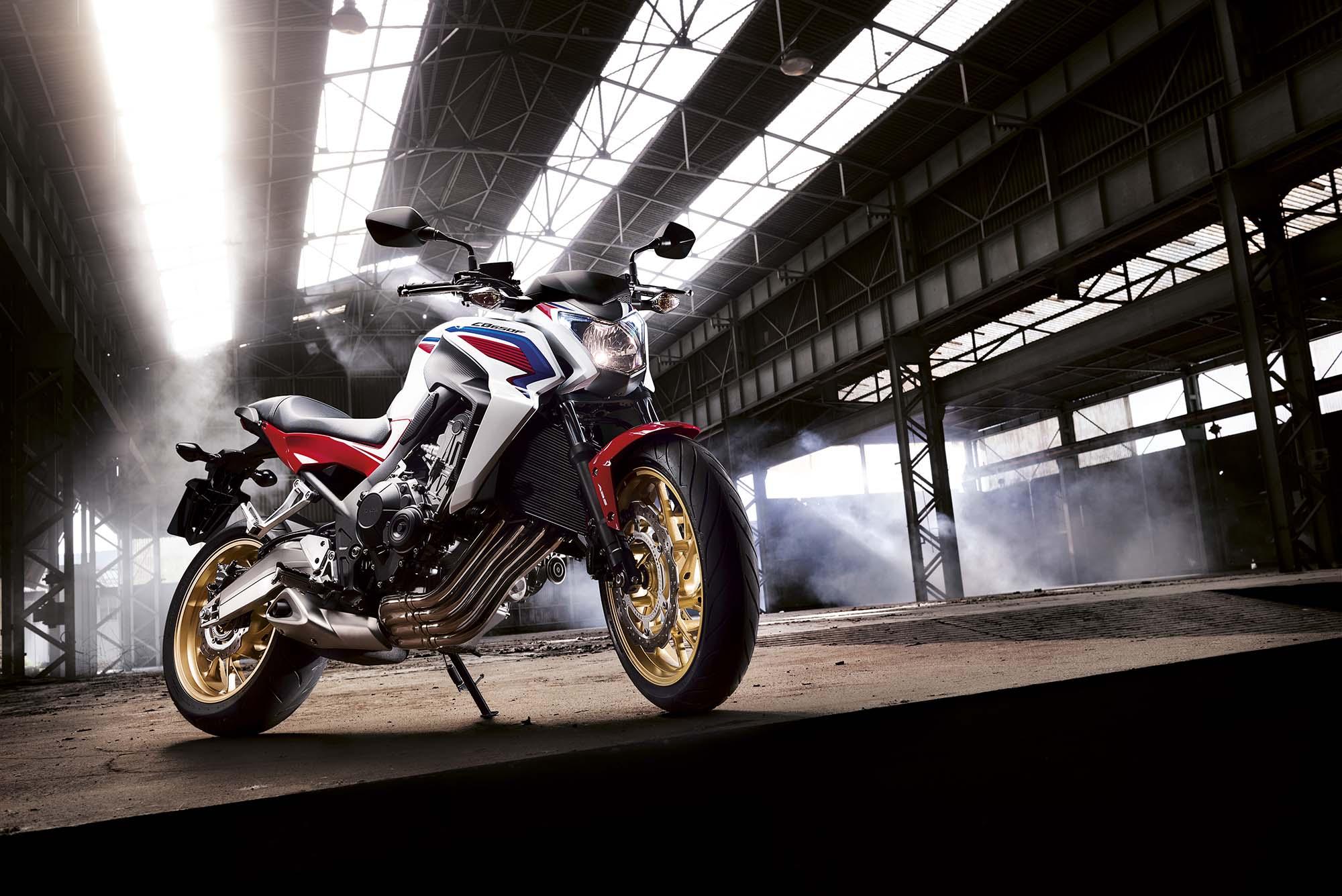 Honda ra xe 800cc cạnh tranh với Kawasaki, Yamaha
