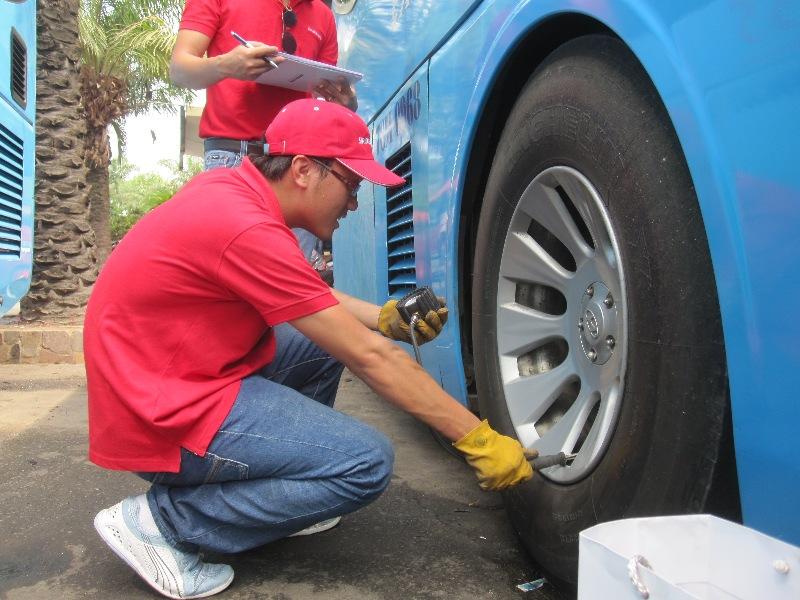 Bridgestone tổ chức chăm sóc lốp xe miễn phí cho xe tải và buýt