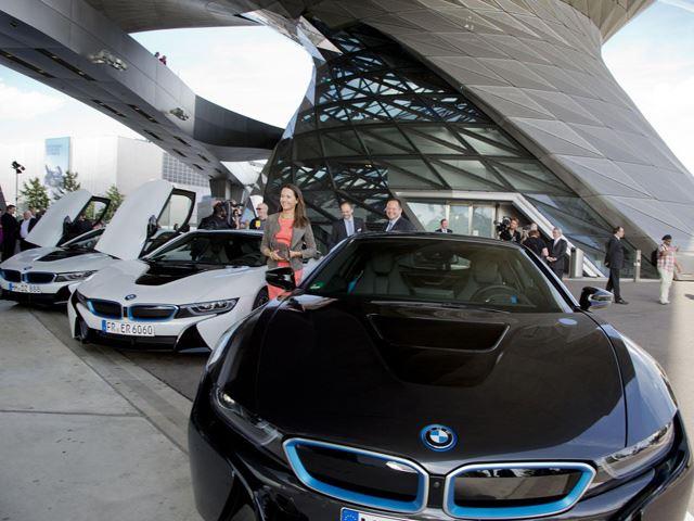 BMW i8 chính thức đến tay khách hàng