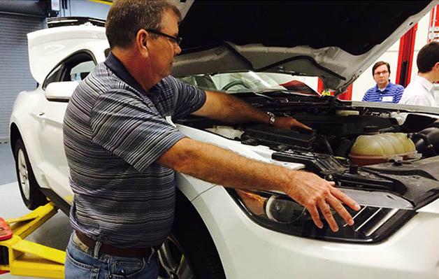 """Ford Mustang 2015 bị tố """"tăng cân"""" đến 100 kg"""