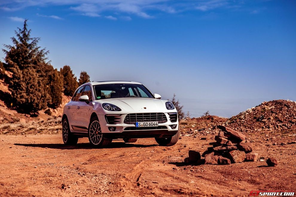 Porsche cho khách mượn xe khi chờ nhận SUV Macan