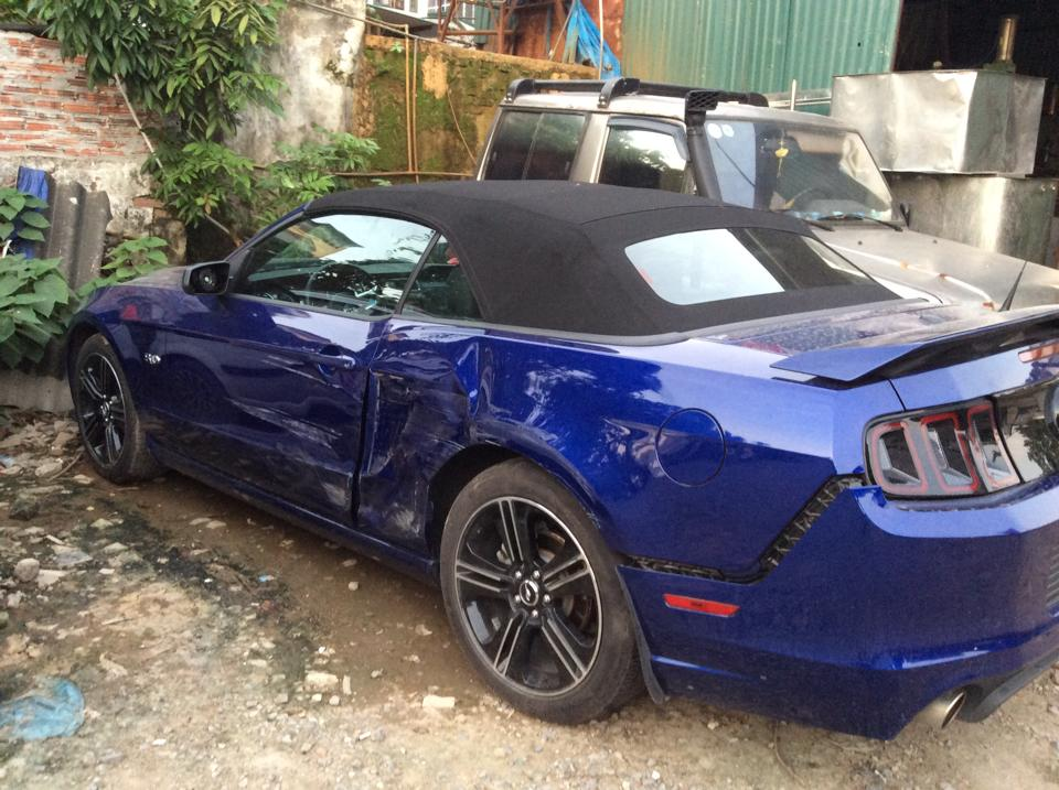 Mới về Việt Nam, Ford Mustang GT California Special đã gặp nạn